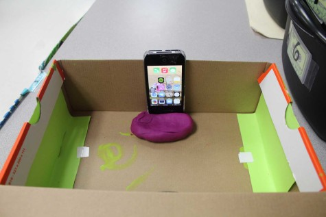 DIY Cell Phone Projector (4)