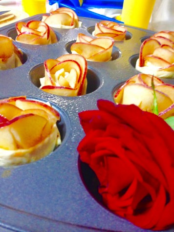 How to Make Pastry Roses (Pizza & Apple)