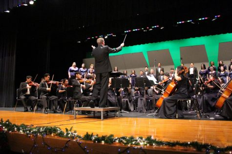 "Varsity Chamber Orchestra plays ""Holiday Favorites"" with Varsity Choir during choir"