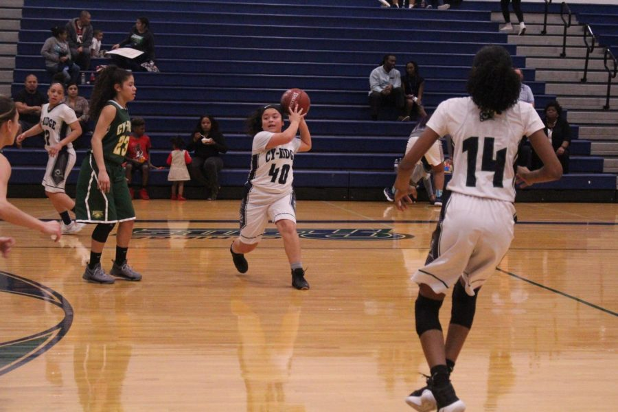girls basketball passes the ball to score