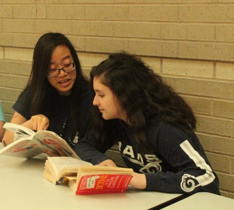 Sophomores Kim Le and Paulina Brizuela study for the PSAT.