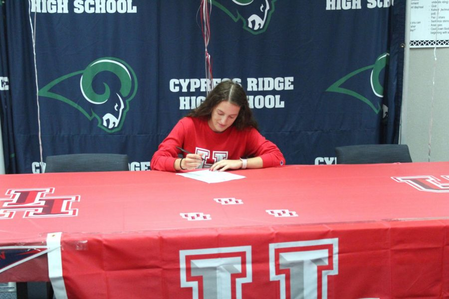 Rachel Garant signs to University of Houston while surrounded by her teammates,friends, and family that showed their support.